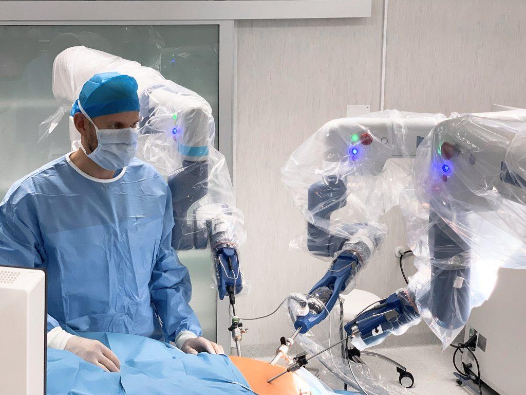 Robotinė chirurgija